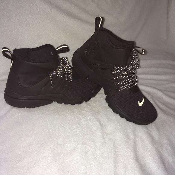 the best attitude 02eb7 5b475 Nike Womens AIR PRESTO MID UTILITY PRM SIZE 7. M 5b68a5fb74359bfda95f4ba1
